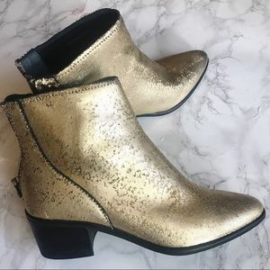 🚫SOLD🚫 Dolce Vita | Gold Cassius Booties | 8.5